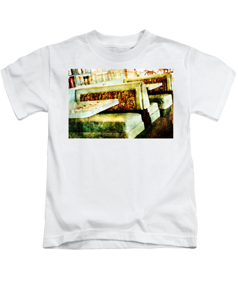 Diner Kids T-Shirt featuring the photograph Classic Diner by David Hare