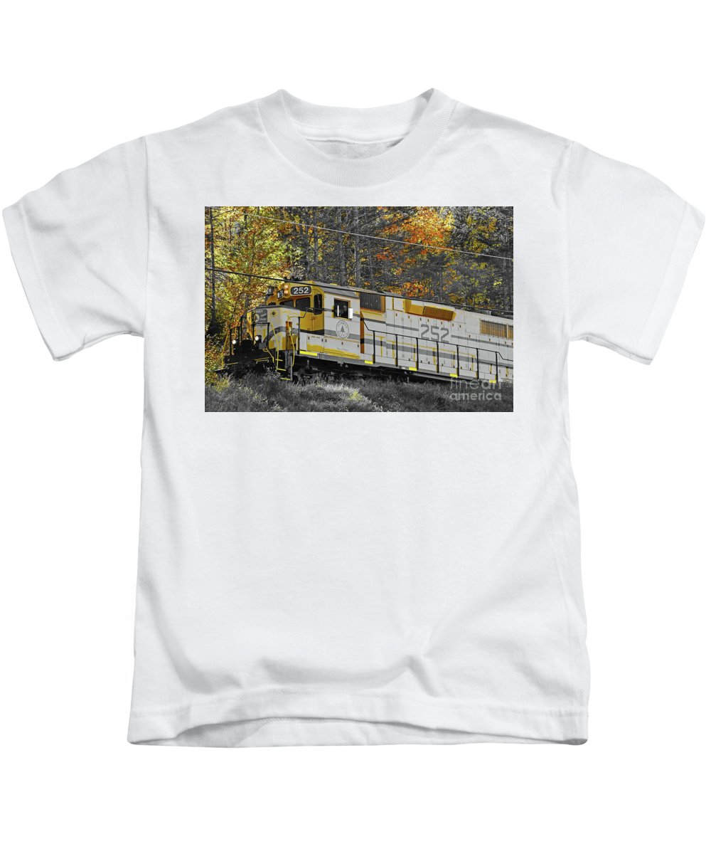 Conway Scenic 252 Kids T-Shirt featuring the photograph Conway Scenic 252 by Patti Whitten