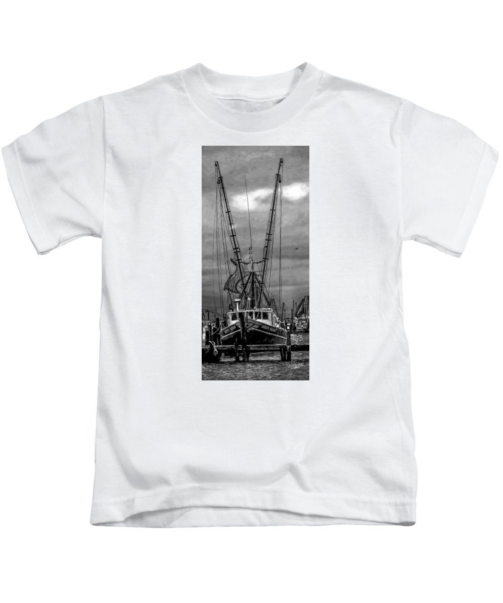 Early Morning Kids T-Shirt featuring the photograph Daddy's Dream by Jim Collier