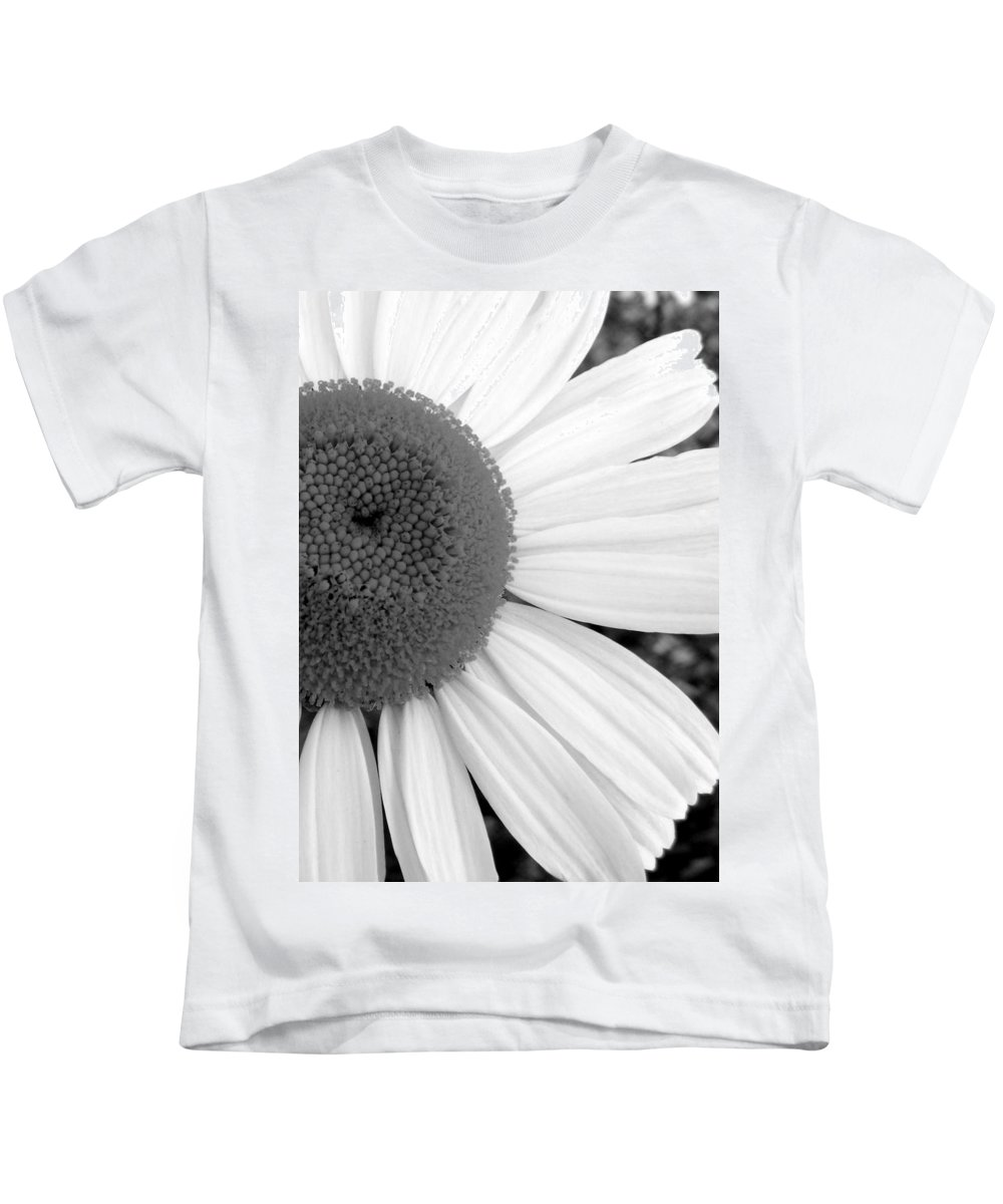 Flower Kids T-Shirt featuring the photograph Daisy Study 1 by Ed Smith