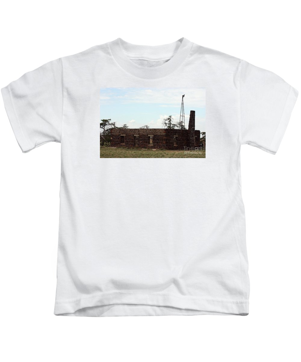 Building Kids T-Shirt featuring the photograph Fixer Upper by Robert Smitherman