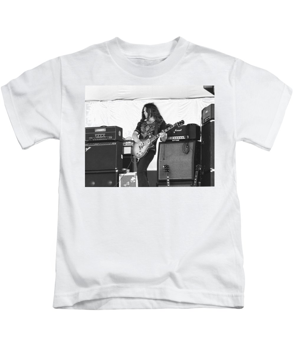 Lynyrd Skynyrd Kids T-Shirt featuring the photograph Gary Rossington Saturday Night Special by Ben Upham