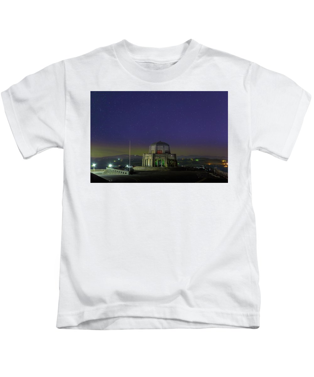 Crown Point Kids T-Shirt featuring the photograph Gazing Stars At Vista House On Crown Point by David Gn
