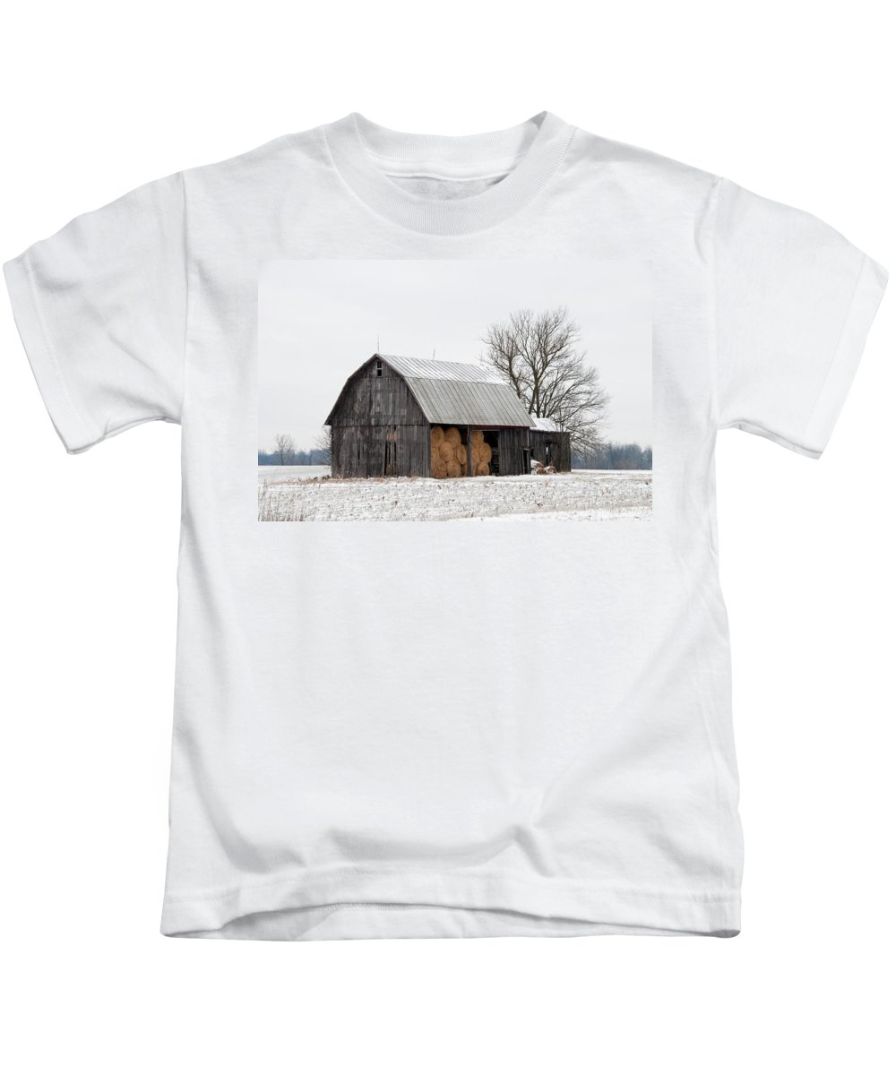 mail Pouch Tobacoo Kids T-Shirt featuring the photograph Hay Barn by David Arment