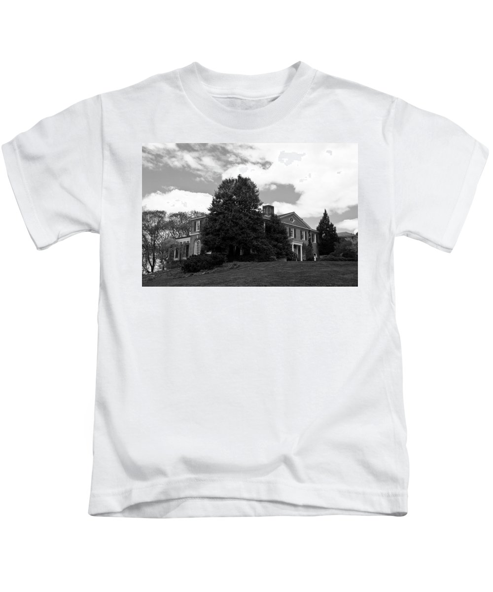 Landscape Kids T-Shirt featuring the photograph House On The Hill by Jose Rojas
