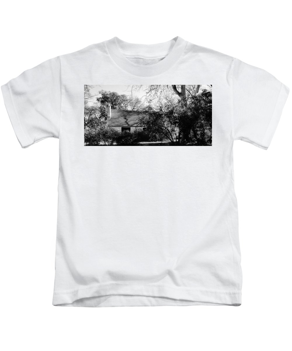 Irish Cottage Kids T-Shirt featuring the photograph Irish Cottage by Peggy Leyva Conley