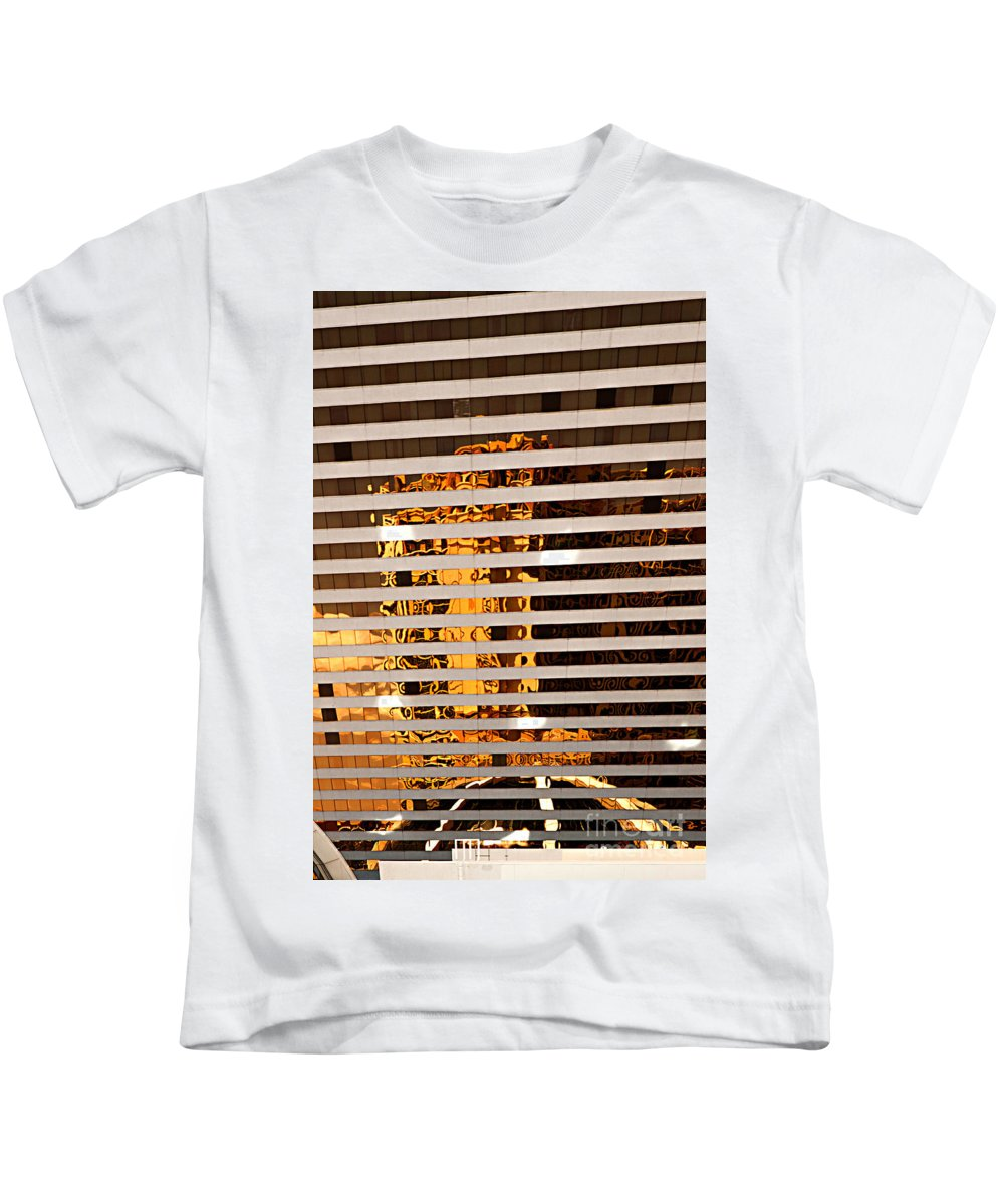 Las Vegas Kids T-Shirt featuring the photograph Las Vegas Mirage Hotel by Christian Hallweger