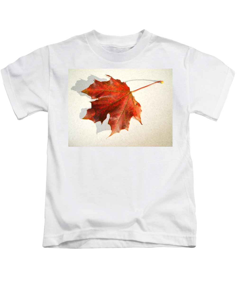 Leaf Kids T-Shirt featuring the photograph Leaf by Cliff Norton