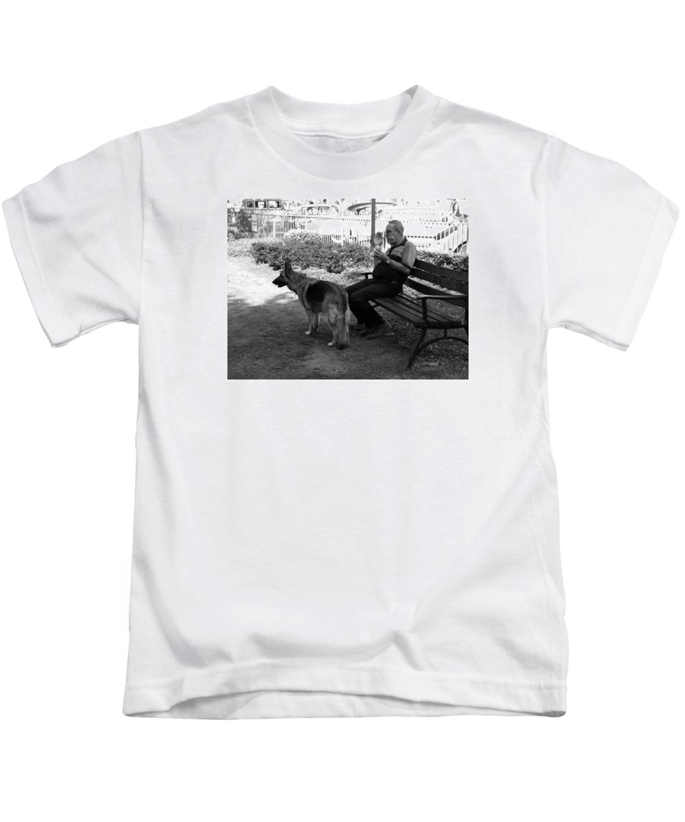 Street Scenes Kids T-Shirt featuring the photograph Lunch by Richard Denyer