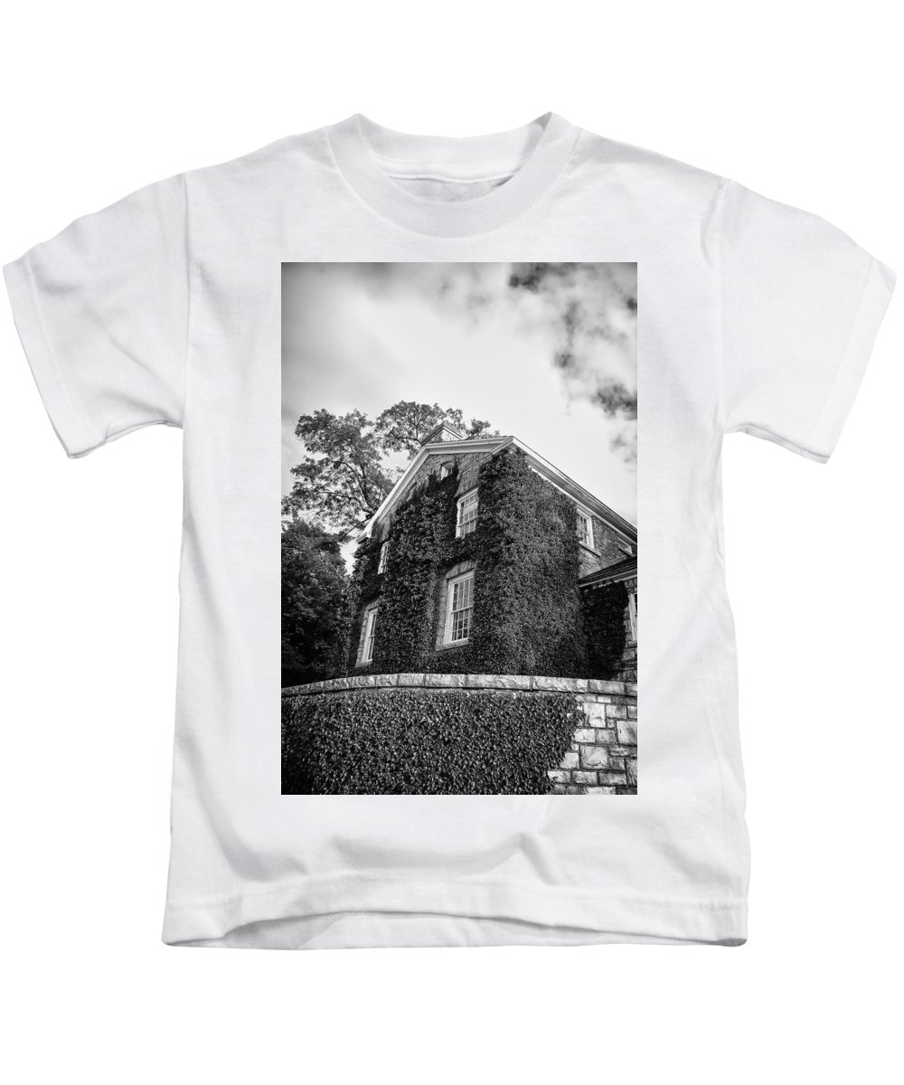Canada Kids T-Shirt featuring the photograph Mackenzie Printery 13134 by Guy Whiteley