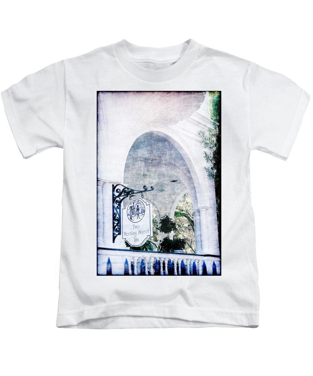 Inn Kids T-Shirt featuring the photograph Meeting Street Inn by Donna Bentley