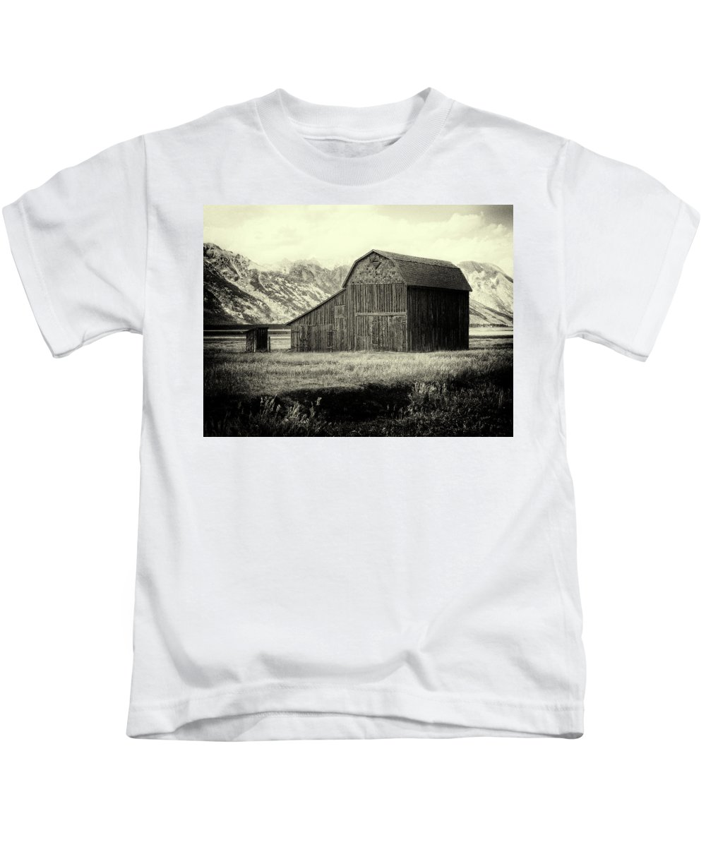 Mormon Row District Kids T-Shirt featuring the photograph Mormon Row Barn No 1 by Sandra Selle Rodriguez
