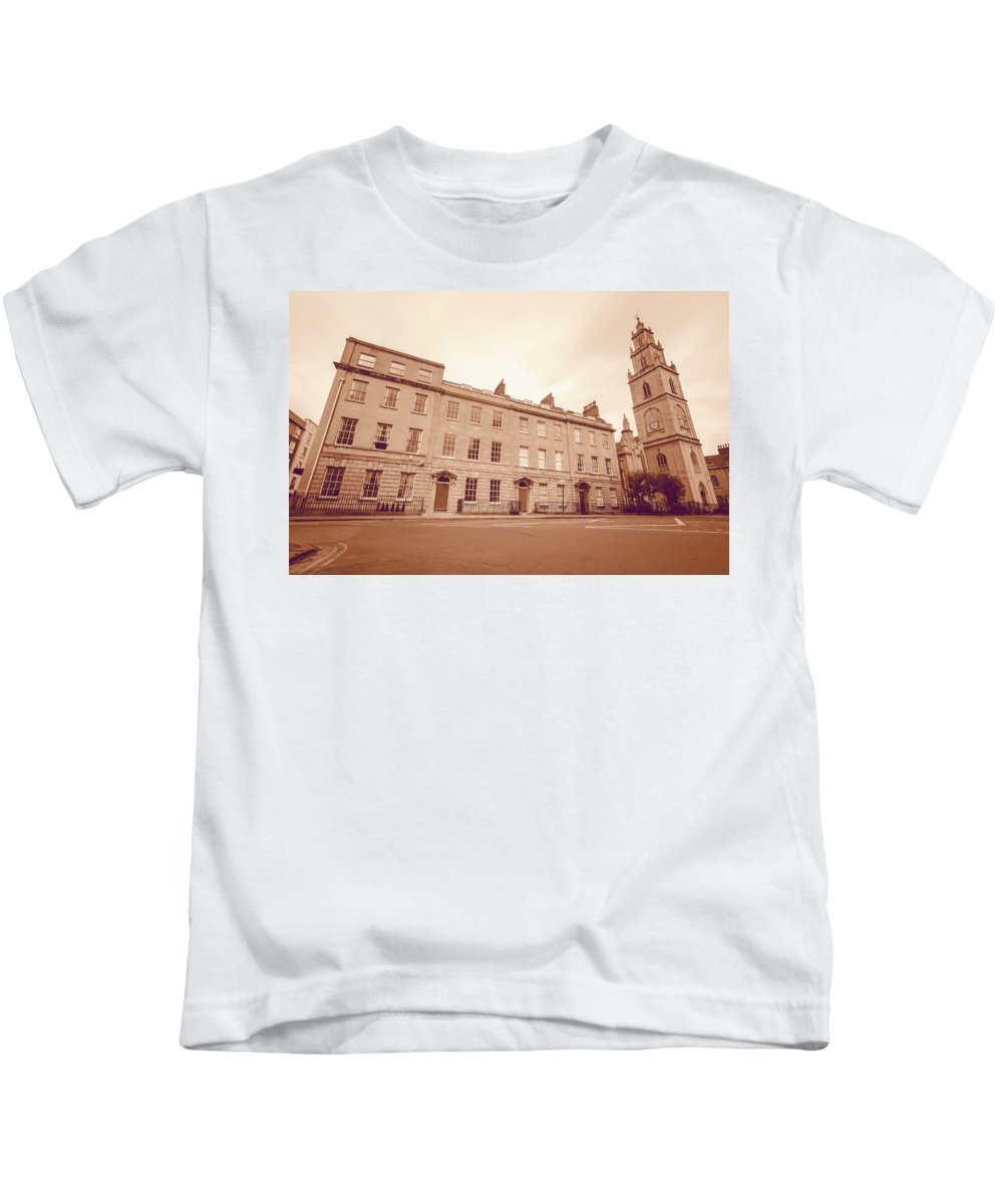 Architecture Kids T-Shirt featuring the photograph No 18-21 Portland Square Bristol England B by Jacek Wojnarowski
