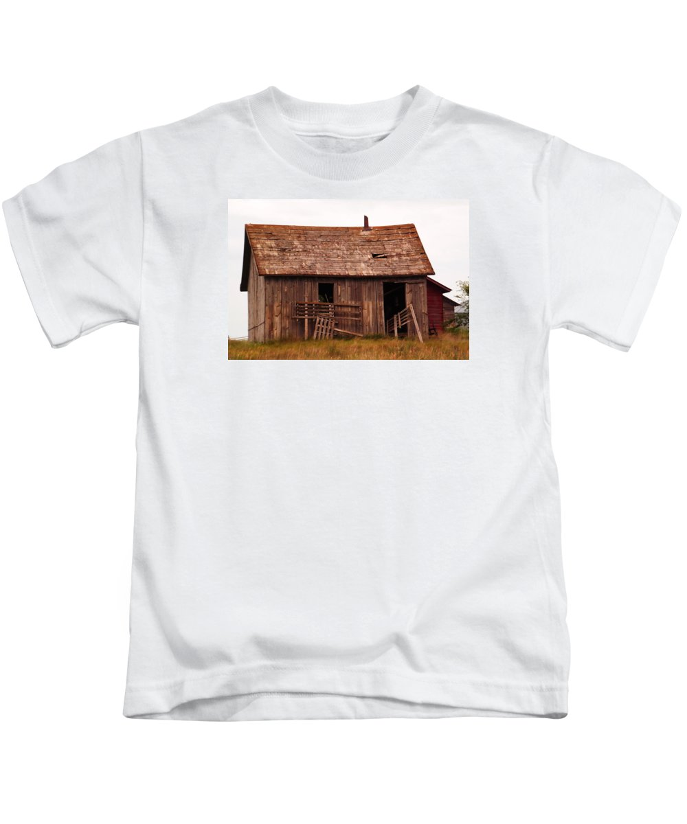 Old Kids T-Shirt featuring the photograph Old Building by Jeff Swan