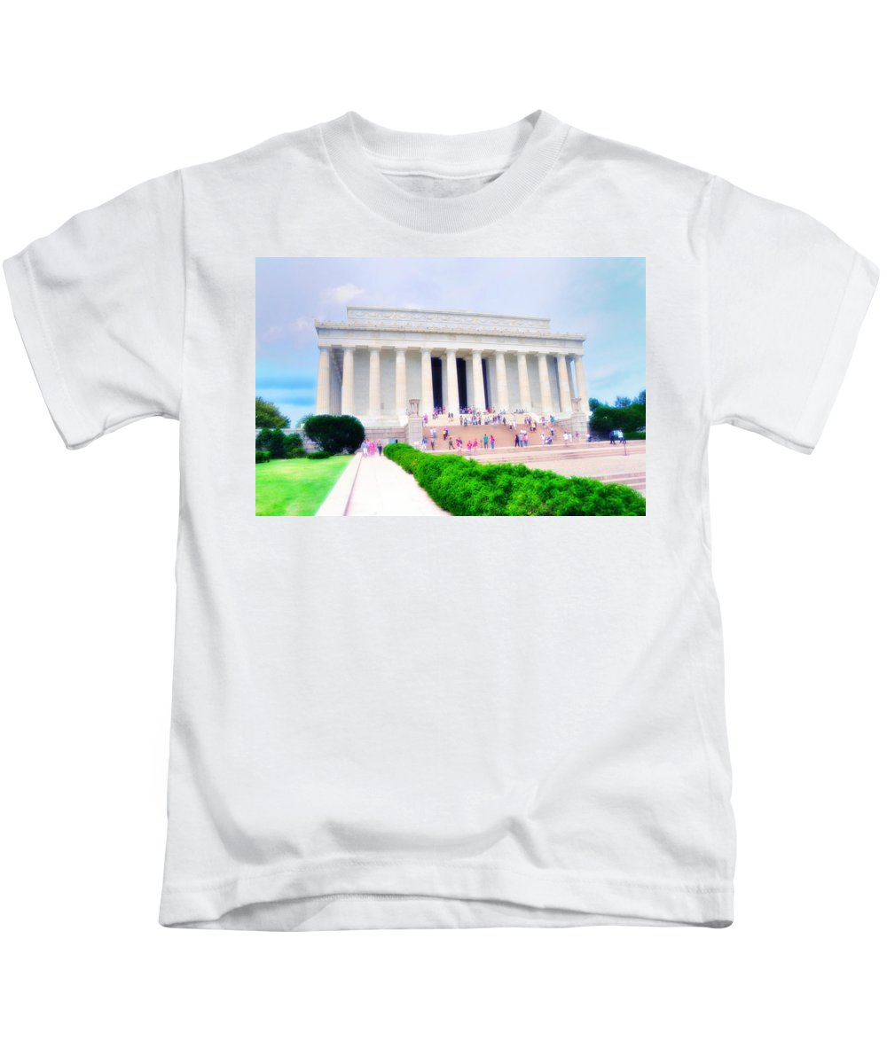 Lincoln Kids T-Shirt featuring the photograph Outside The Lincoln Memorial by Bill Cannon