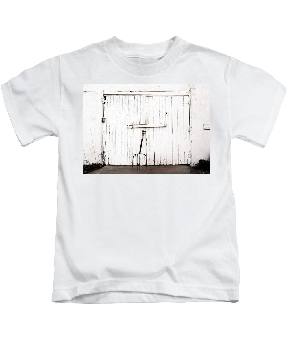 Americana Kids T-Shirt featuring the photograph Pitch Fork by Marilyn Hunt