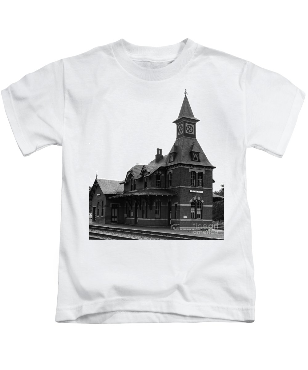 Train Kids T-Shirt featuring the photograph Point Of Rocks IIi by Thomas Marchessault