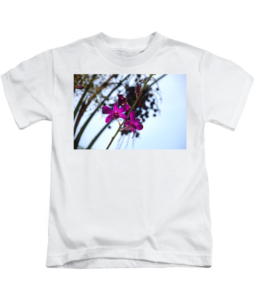 Macro Kids T-Shirt featuring the photograph Purple Flowers In The Sky by Rob Hans