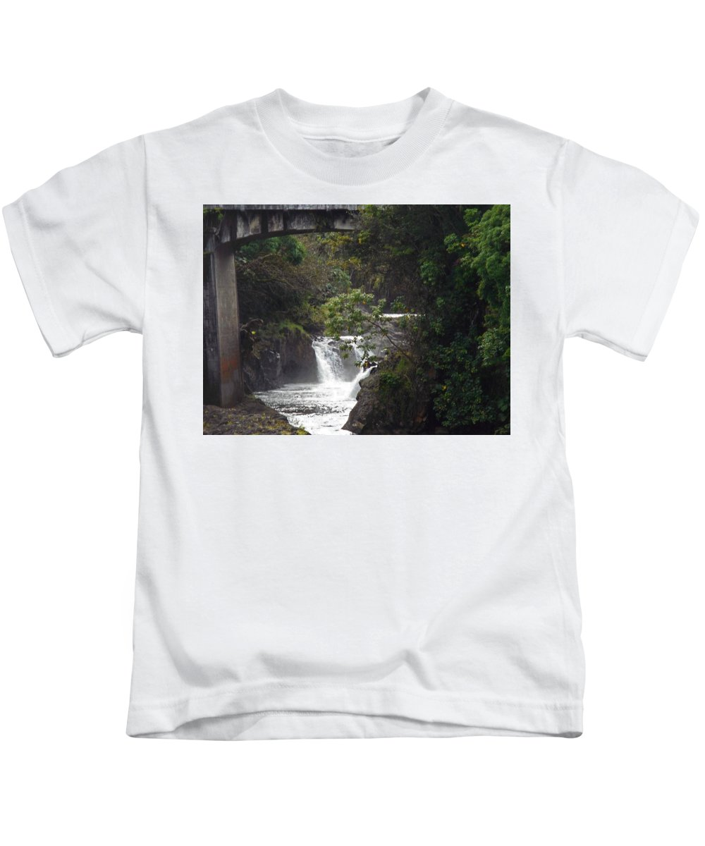 Hilo Kids T-Shirt featuring the photograph Puueo Bridge 5 by Ron Kandt