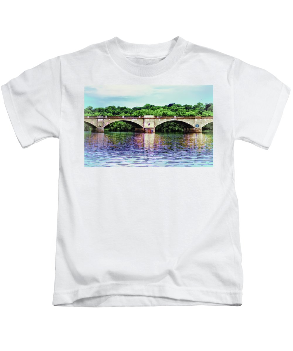 Philadelphia Kids T-Shirt featuring the photograph Schuylkill River by Bill Cannon