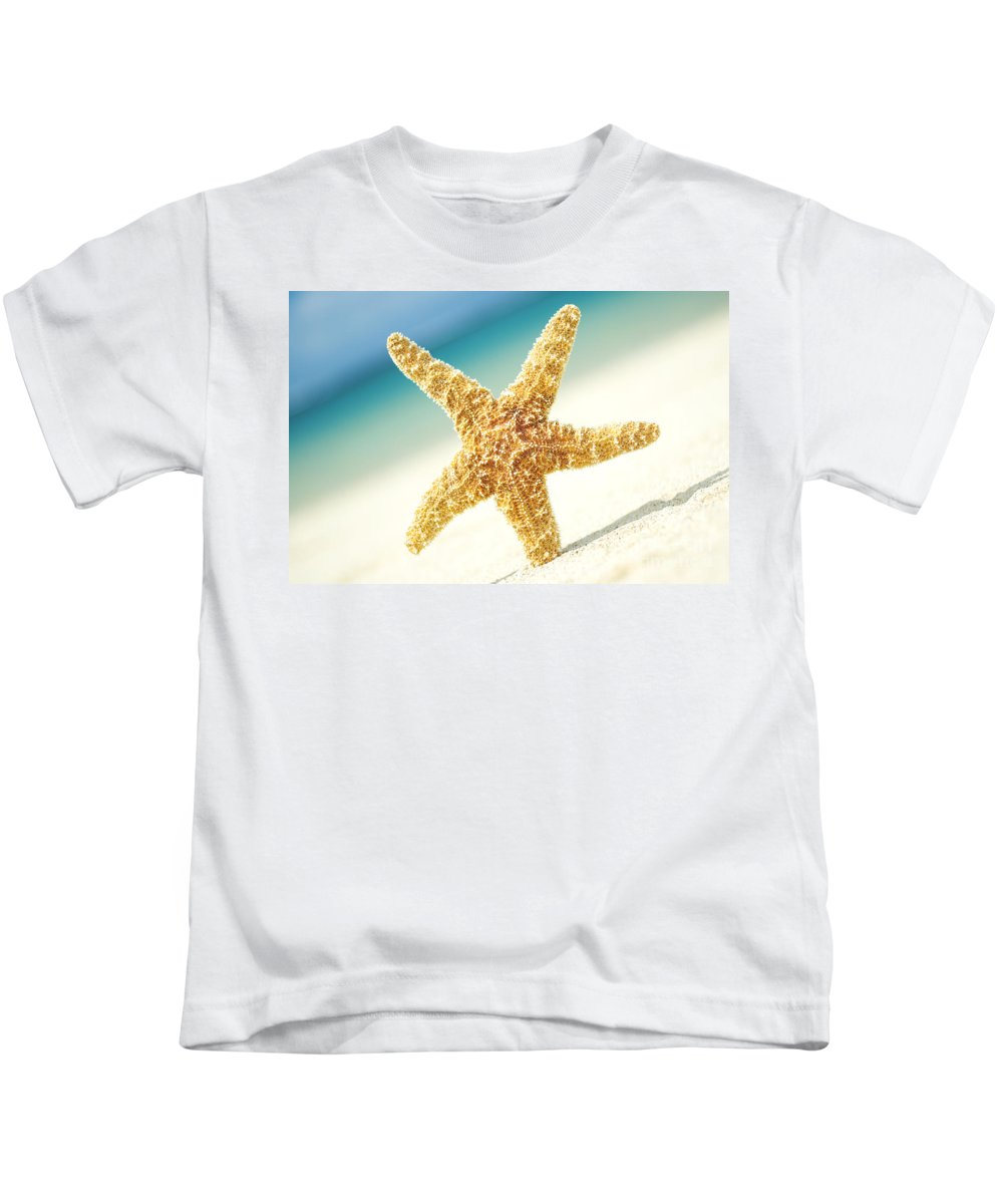 28-csm0003 Kids T-Shirt featuring the photograph Seastar On Beach by Mary Van de Ven - Printscapes