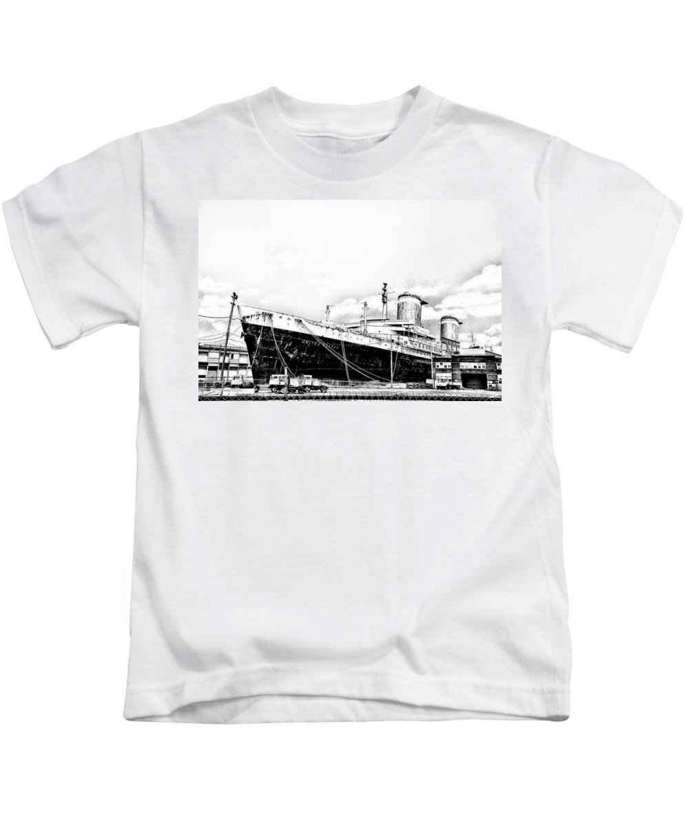 Philadelphia Kids T-Shirt featuring the photograph Ss United States by Bill Cannon