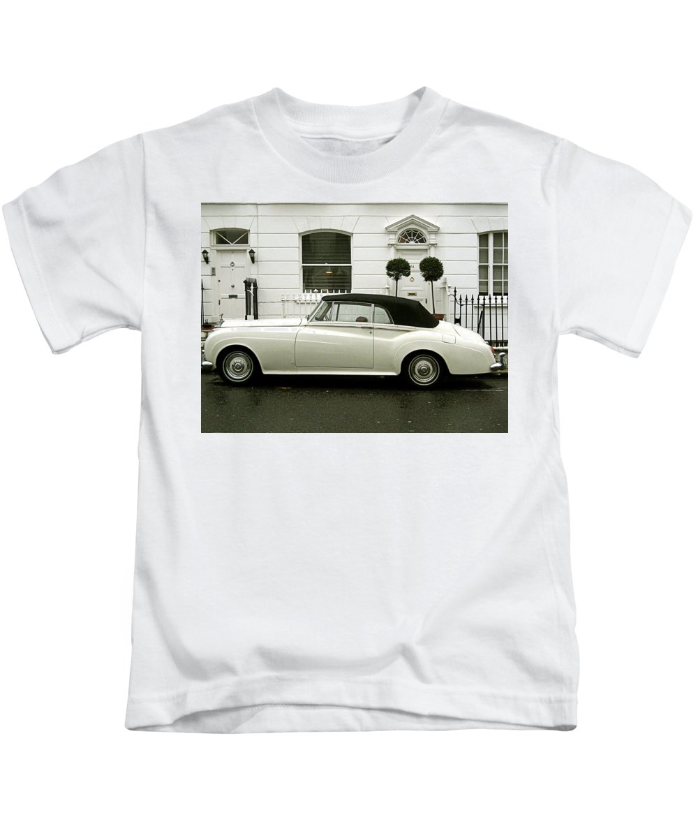 London Kids T-Shirt featuring the photograph Tea Time by Osvaldo Hamer