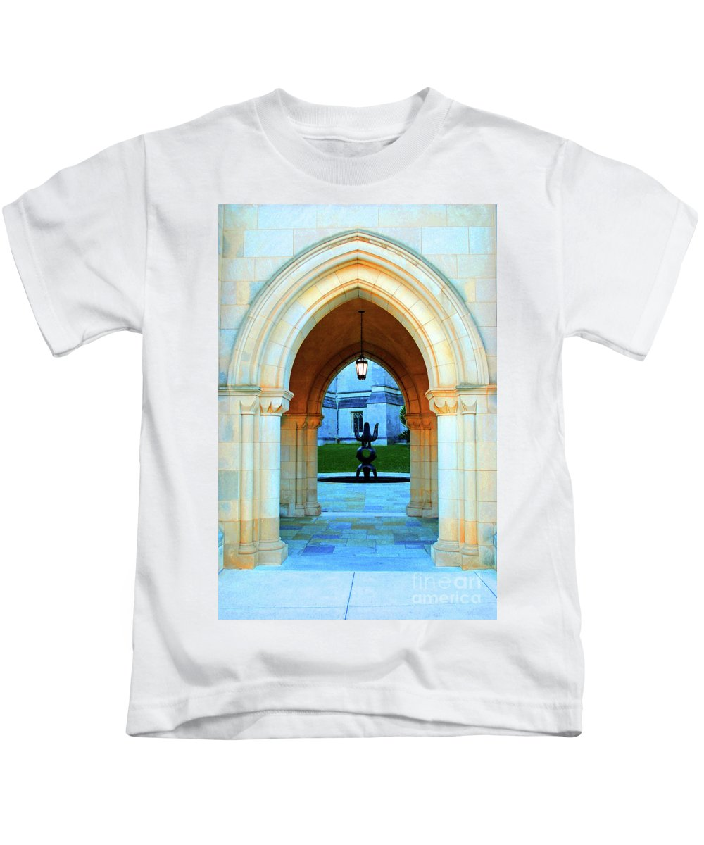 Washington Kids T-Shirt featuring the photograph The Arch by Jost Houk