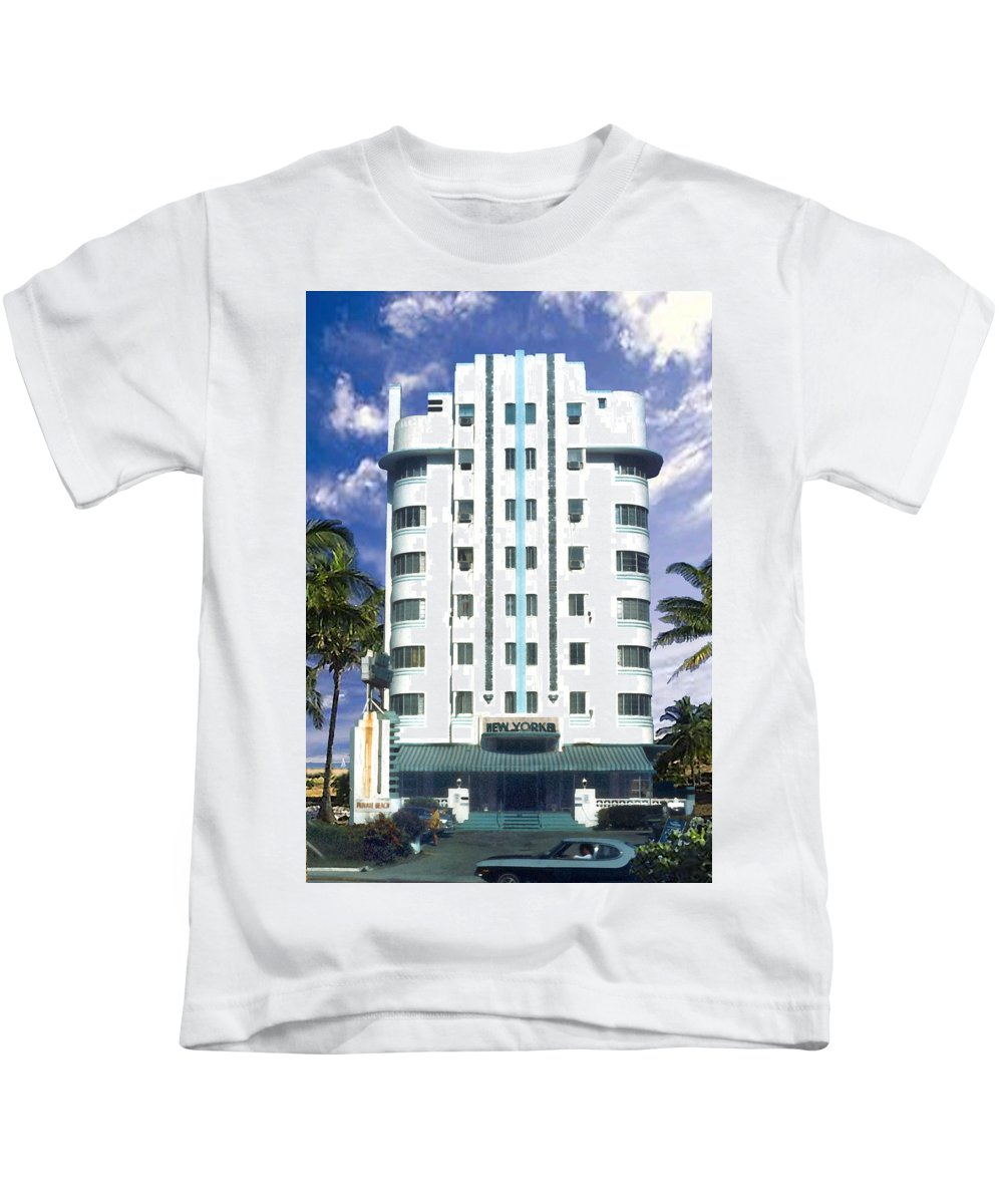 Miami Kids T-Shirt featuring the photograph The New Yorker by Steve Karol