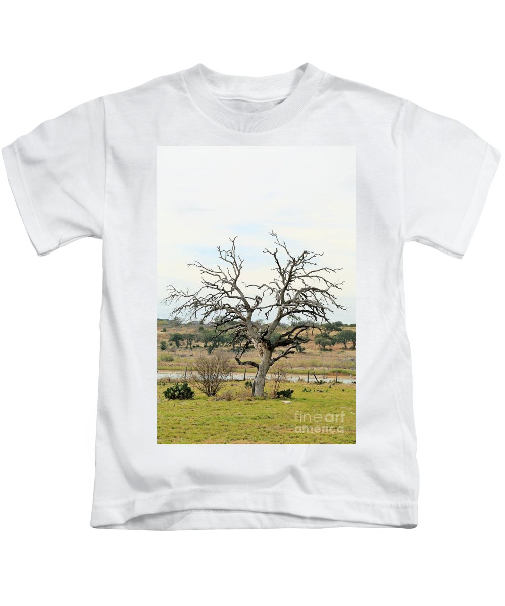 Kids T-Shirt featuring the photograph Tree009 by Jeff Downs