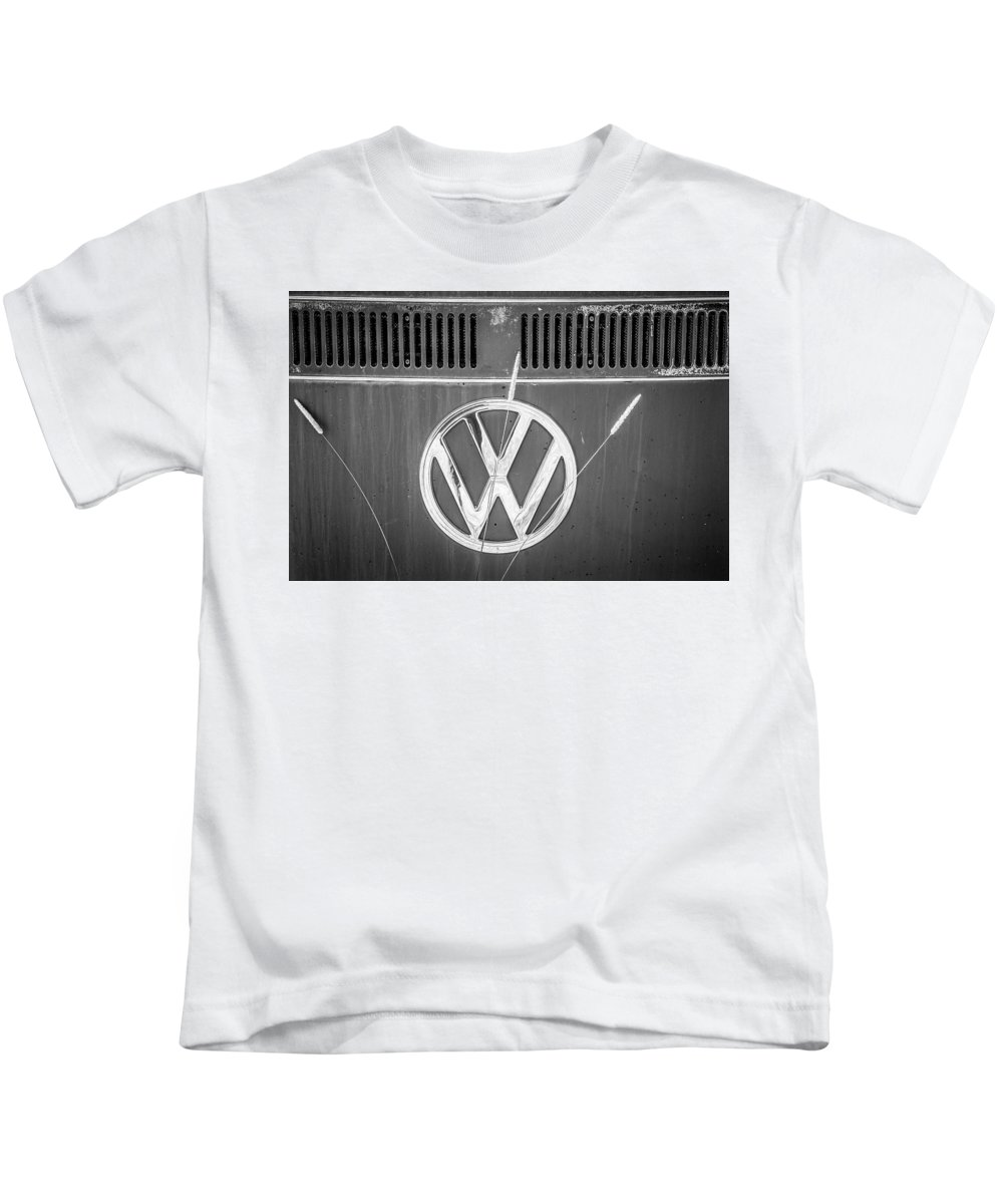 Volkswagen Kids T-Shirt featuring the photograph Vw Van Logo by Marilyn Hunt