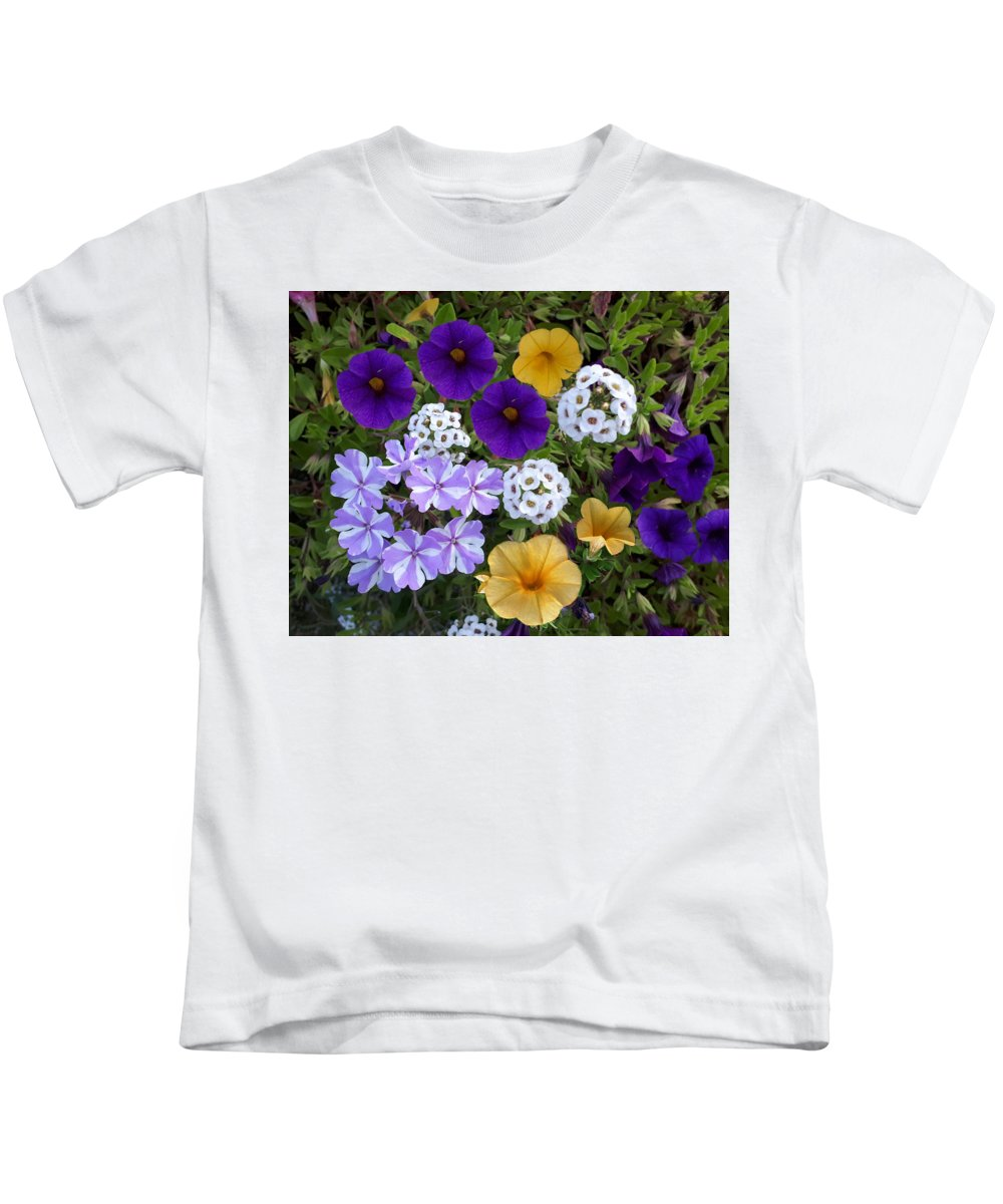 Flowers Kids T-Shirt featuring the photograph Guldasta-i by Kunchar Asthula