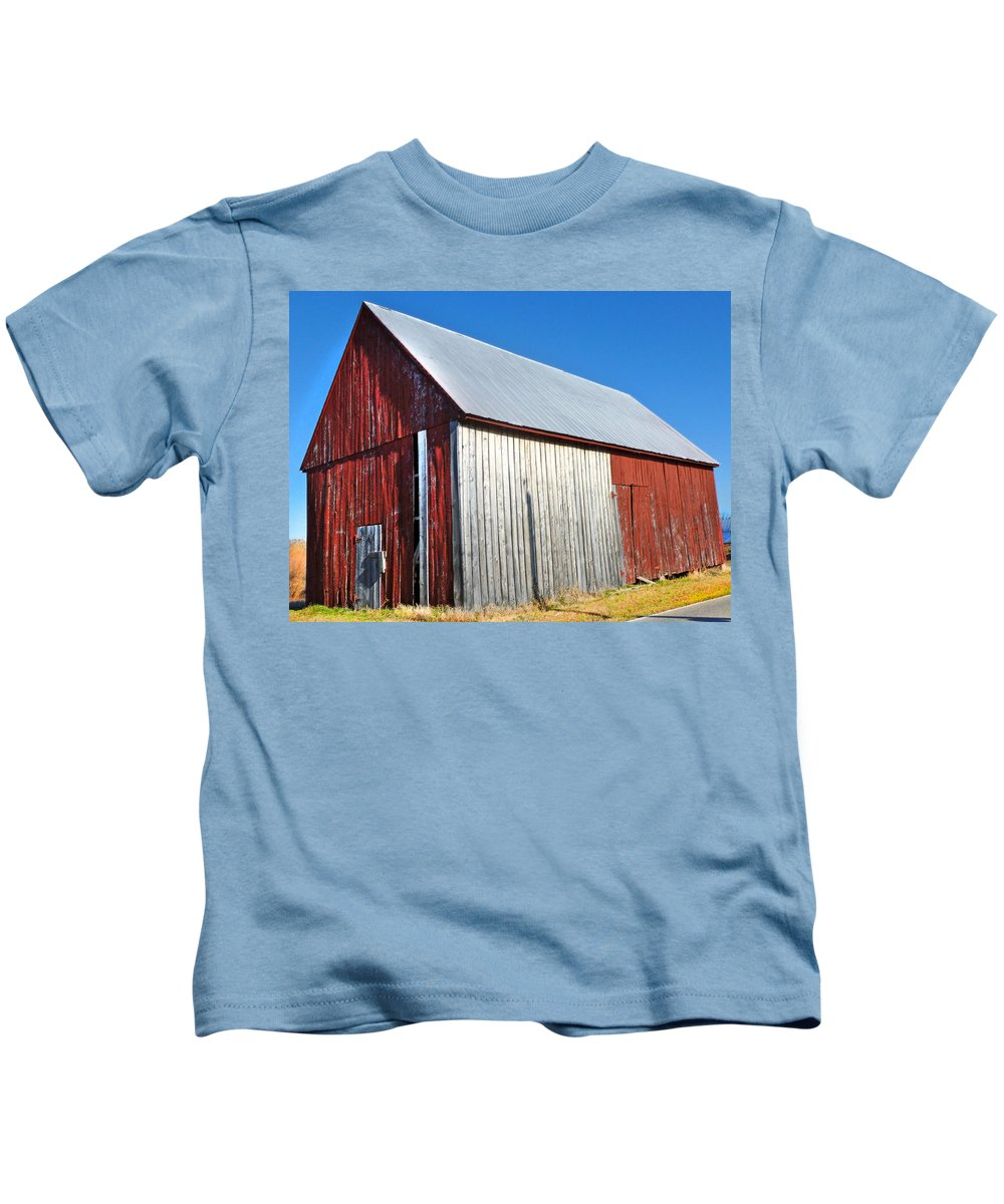 Barn Kids T-Shirt featuring the photograph Barn By Side Of Road by Karen Lambert