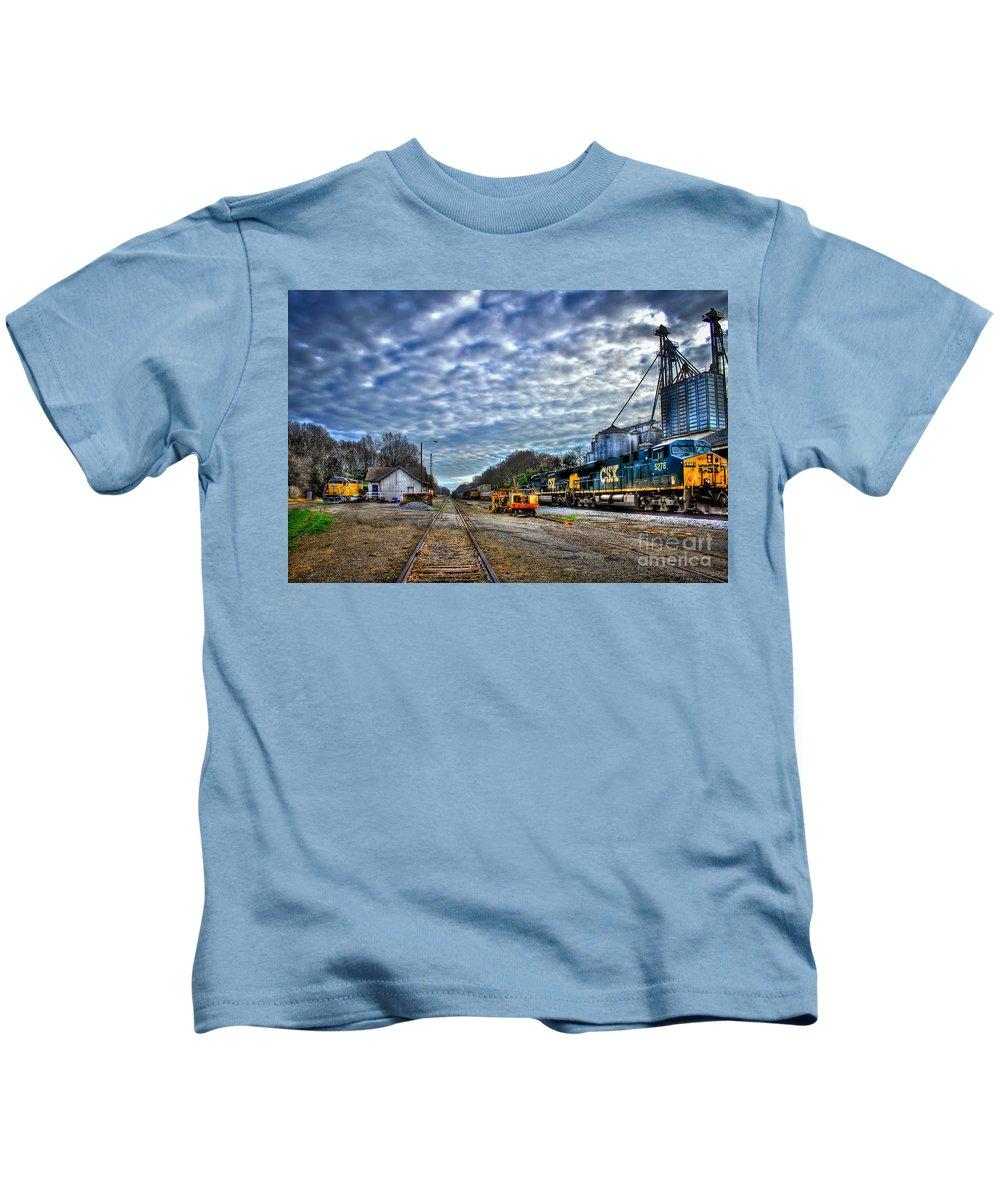 Reid Callaway Train And Track Kids T-Shirt featuring the photograph Full Throttle Csx Atlanta Bound Thru Madison Ga by Reid Callaway