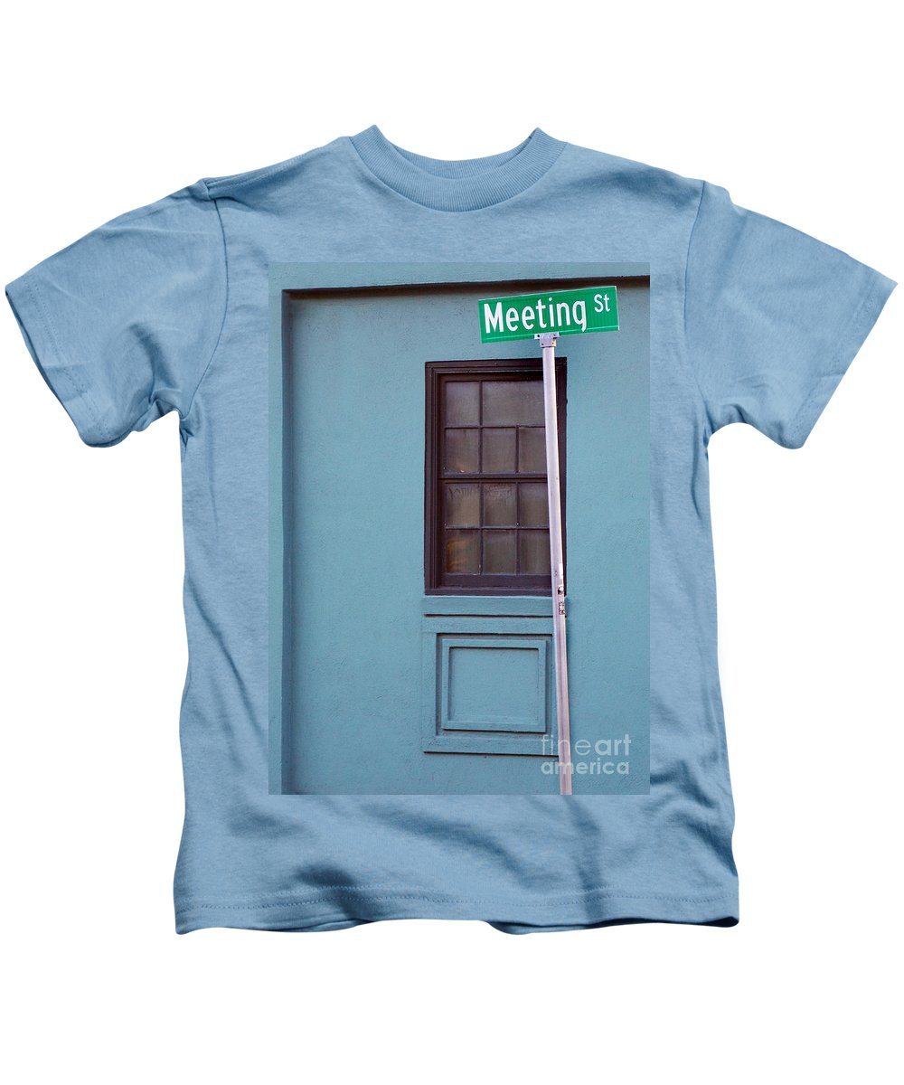 Scenic Tours Kids T-Shirt featuring the photograph Meeting Street by Skip Willits