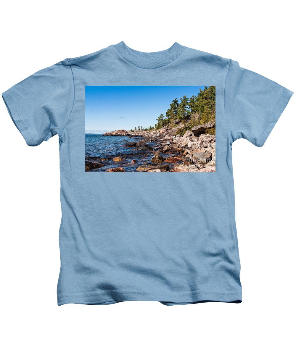 North Kids T-Shirt featuring the photograph North Shore Of Lake Superior by Les Palenik