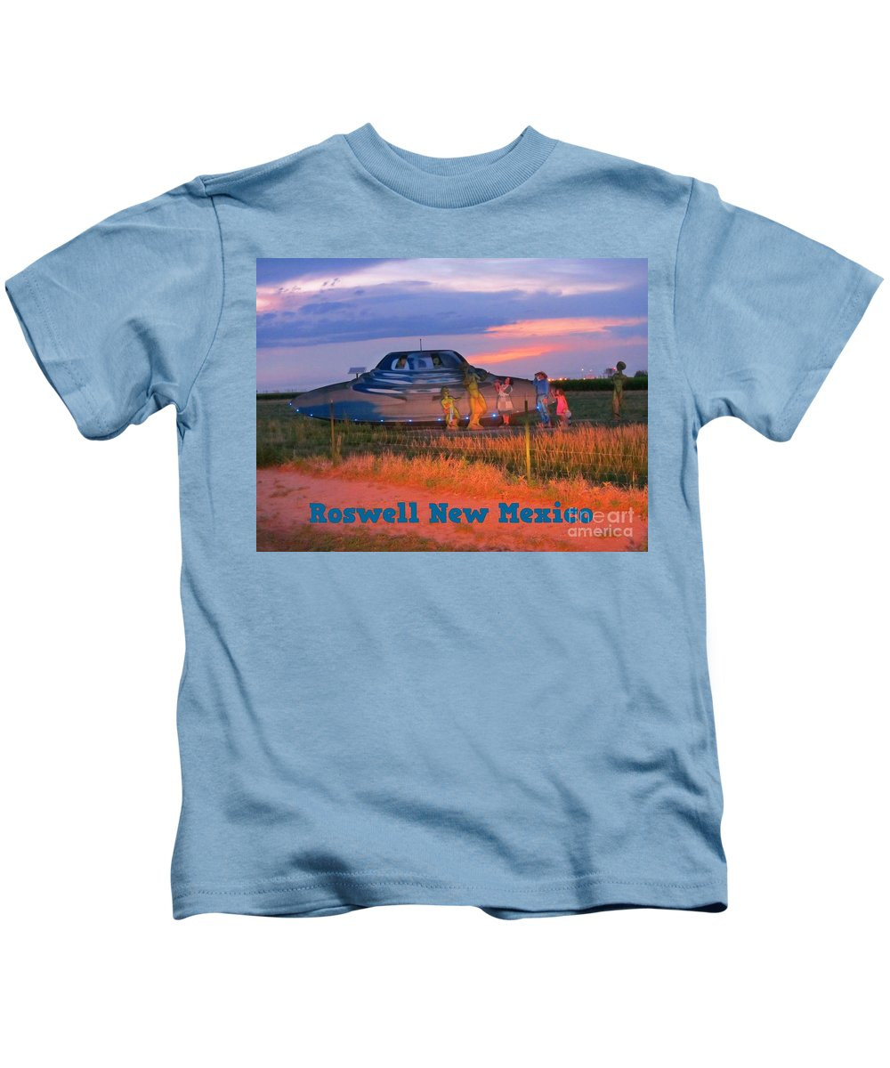 Flying Saucers Kids T-Shirt featuring the photograph Roadside Attraction At Roswell by John Malone