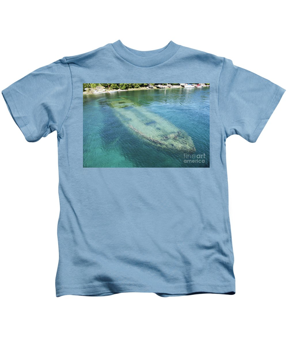Shipwreck Kids T-Shirt featuring the photograph Shipwreck In Big Tub Harbour by Barbara McMahon