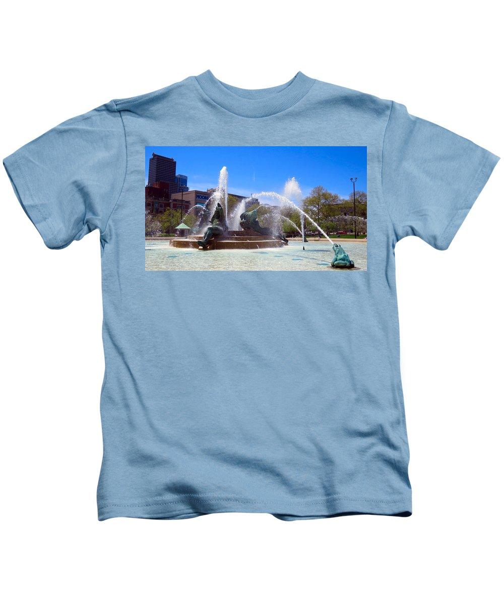 Span Kids T-Shirt featuring the photograph Swann Fountain by Art Dingo
