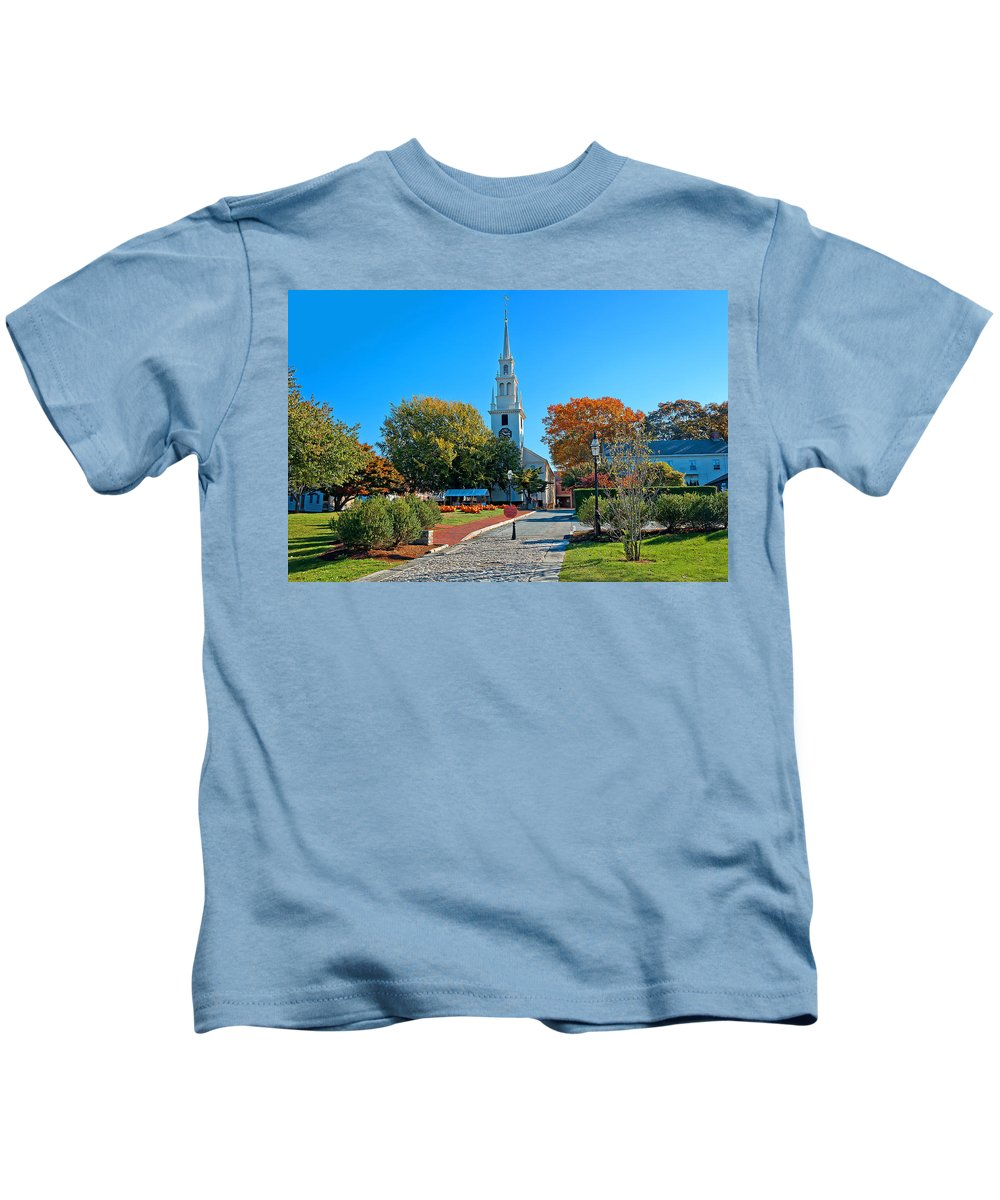 Newport Kids T-Shirt featuring the photograph Trinity Church In Queen Anne Square In Newport by Mitchell R Grosky