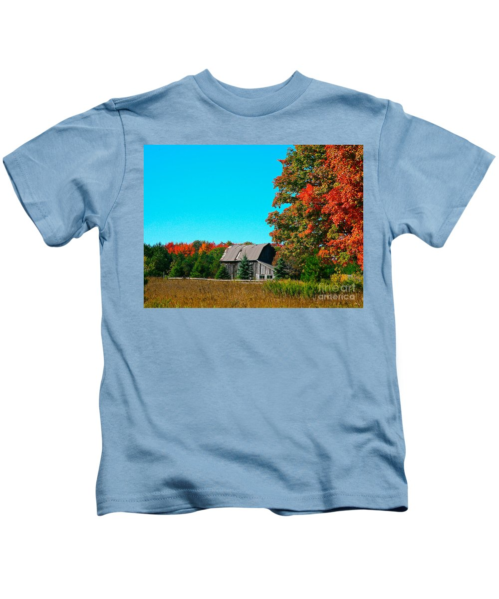 Old Barn Kids T-Shirt featuring the photograph Old Barn In Fall Color by Robert Pearson