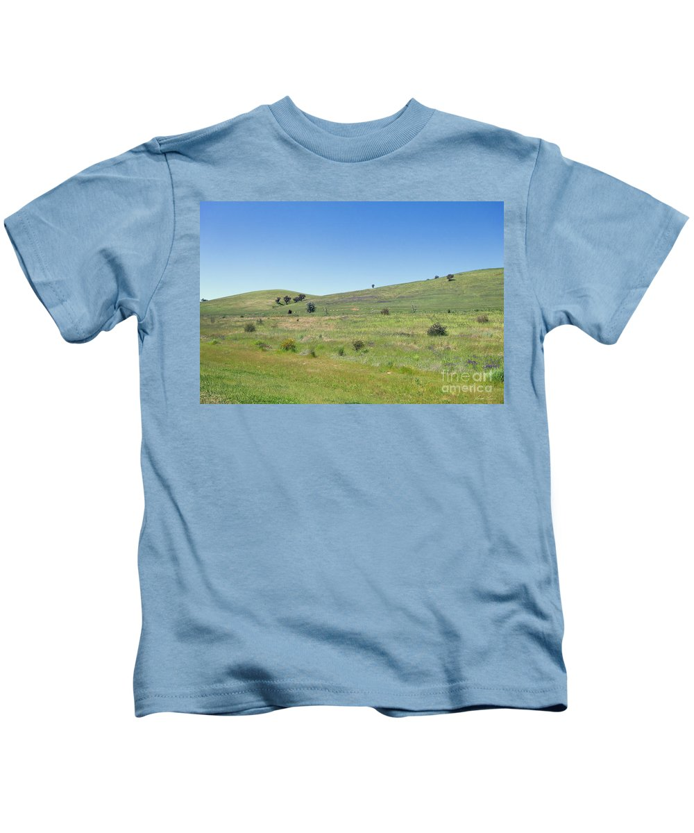 Farm Kids T-Shirt featuring the photograph A Quiet Interlude by Linda Lees