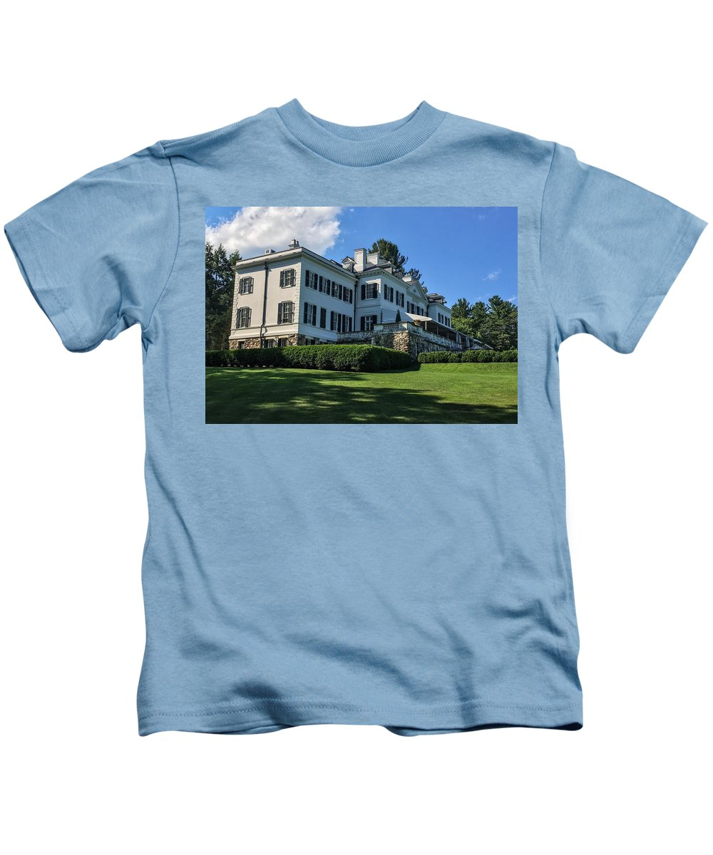 Edith Wharton Estate Historical Building Luxurylifestyle Mansion House Sky And Clouds Architecture Building Exterior Built Structure Cloud - Sky Day Grass Growth Landscape_photography Landscapes Nature No People Outdoors Plant Sky Sky And Trees Travel Destinations Tree Water Kids T-Shirt featuring the photograph Edith Wharton Estate by Mark Sellers