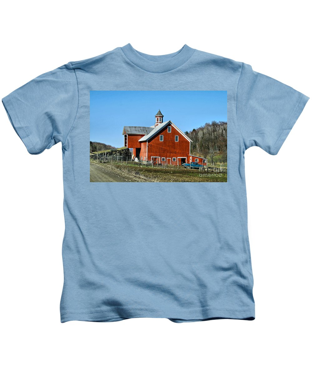 Barn Kids T-Shirt featuring the photograph Franklin Spring Barn by Deborah Benoit