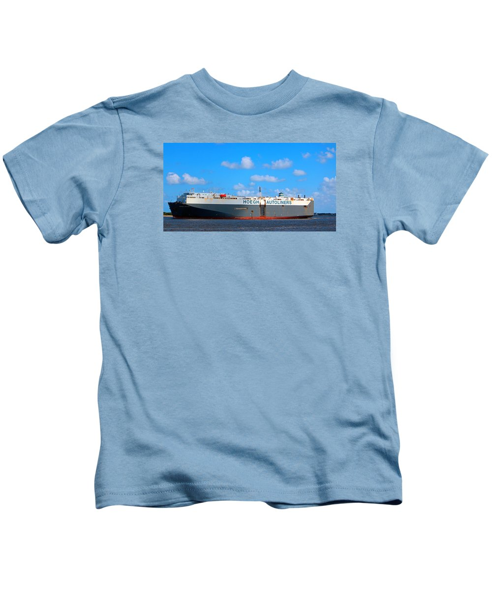 Maritime Kids T-Shirt featuring the photograph Global Carrier by Cynthia Guinn
