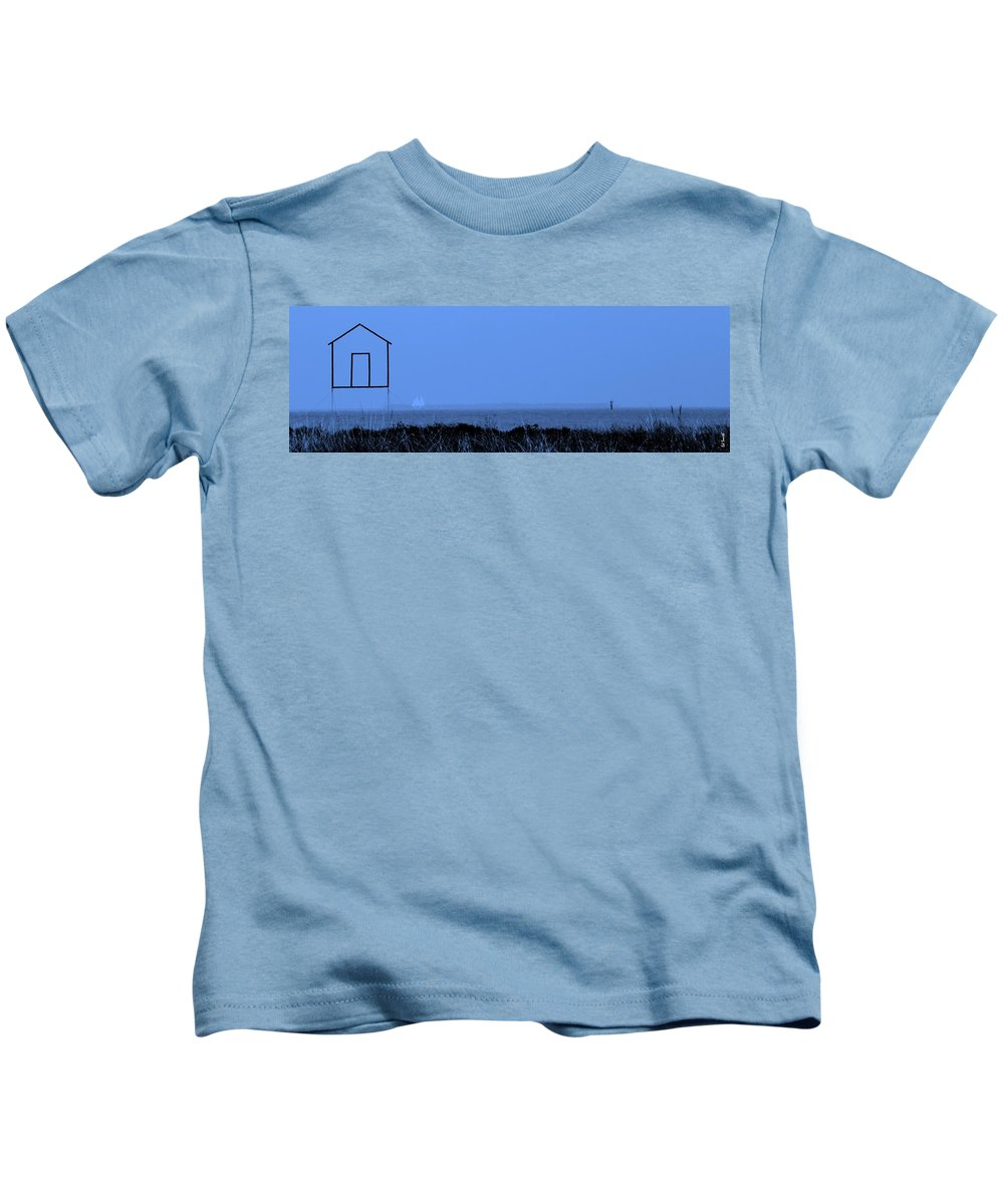Key West House Boat Kids T-Shirt featuring the photograph Key West House Boat by Ed Smith