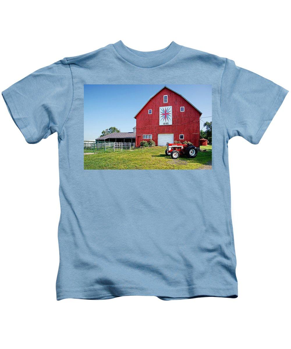 Barn Kids T-Shirt featuring the photograph Kohler Barn by Alan Hutchins