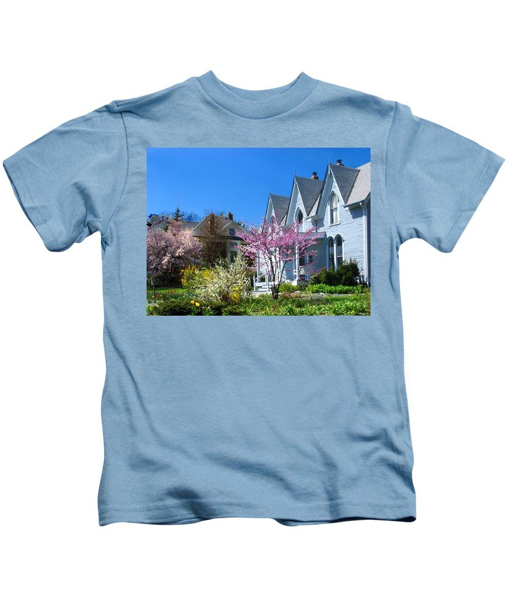 Landscape Kids T-Shirt featuring the photograph Liberty Carpenter Gothic by Steve Karol