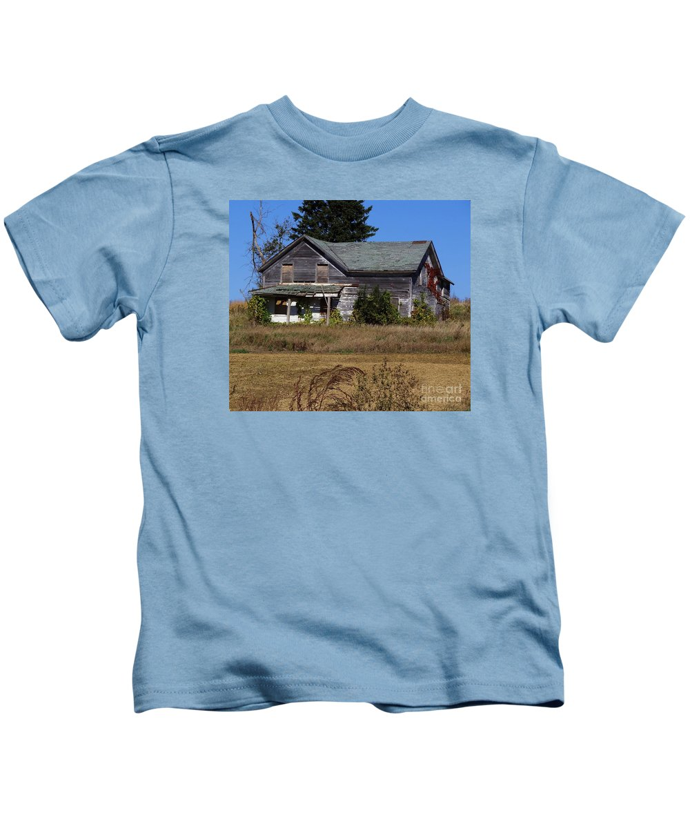 Houses Kids T-Shirt featuring the photograph Memories Under The Vines 2 Color by Teresa Hayes