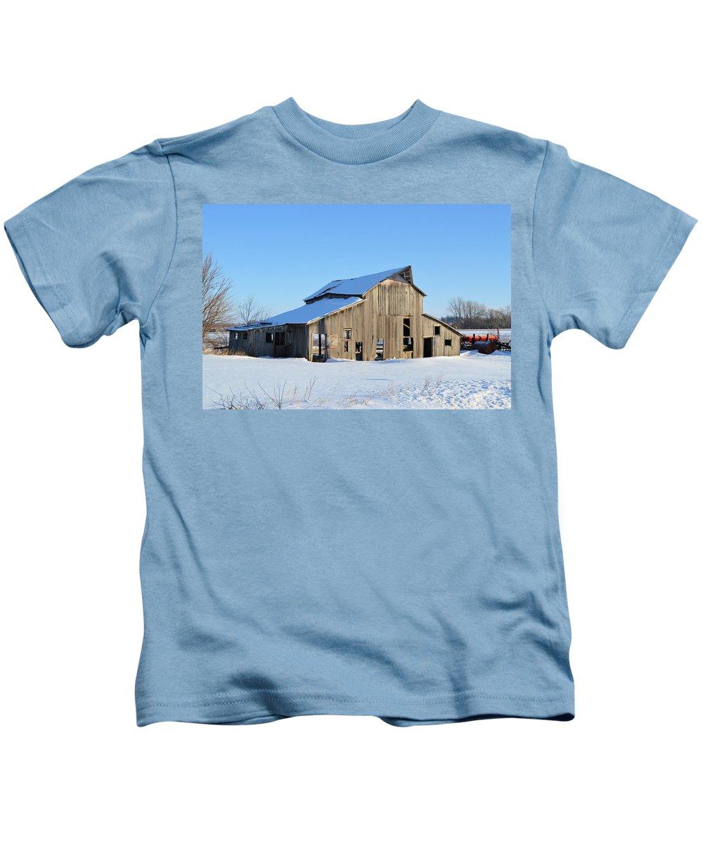Barn Kids T-Shirt featuring the photograph Owasa Barn by Bonfire Photography